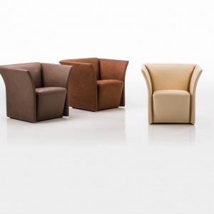 Fotele MAGNAT o prostej i eleganckiej konstrukcji mają lekko odchylające się ku zewnętrzu podłokietniki, co dodaje przestrzeni i dynamiki. Na zamówienie. Fot. Brühl