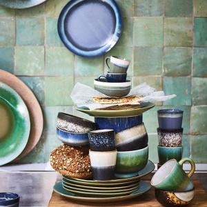 Doskonałym niebieskim akcentem mogą być naczynia. Fot. Dutchhouse