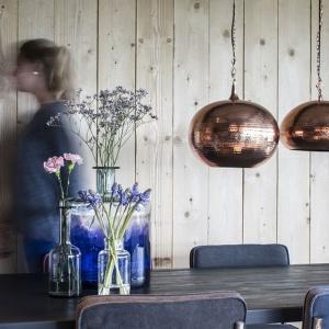 Wnętrza w stylu skandynawskim często nawiązują do klimatu surowego morza. Fot. Dutchhouse