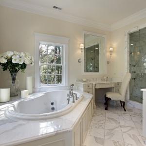 Przestronne łazienki w USA. Fot. TECE