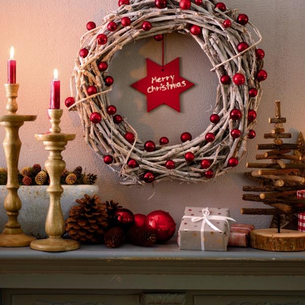 Zrób to sam: świąteczna dekoracja na drzwi lub ścianę