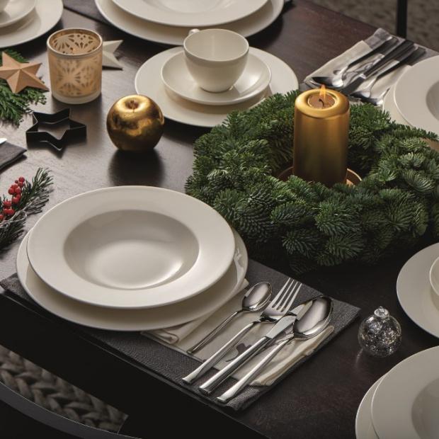 Świąteczny stół - piękna porcelana i sztućce