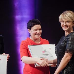 Drugie wyróżnienie przypadło Kuchni Musco firmy Vigo Kuchnie. Nagrodę odebrała Małgorzata Błaszczak, projektantka kuchni. Fot. Paweł Pawłowski/PTWP.