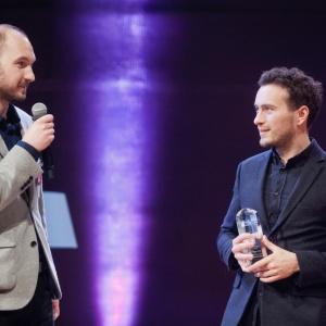 Multiłóżko Nest firmy VOX wygrało w kategorii Przestrzeń Dziecka. Nagrodę odebrali: projektanci łóżka - Bartłomiej Pawlak i Łukasz Stawarski. Fot. Paweł Pawłowski/PTWP.