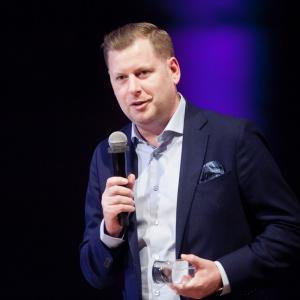 W kategorii Nowe Technologie triumfowała marka Somfy i system sterowania TaHoma Premium. Nagrodę odebrał Radosław Borkowski, prezes firmy Somfy. Fot. Paweł Pawłowski/PTWP.