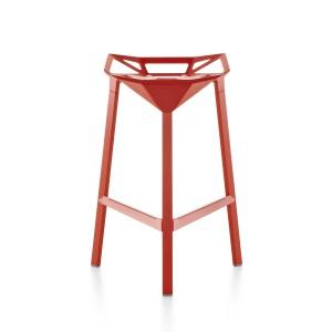 Designerskie krzesło CHAIR ONE wykonane jest z aluminium malowanego proszkowo. 1.305,05 zł (czerwone), 1.587,03 zł (polerowane aluminium). Fot. Magis