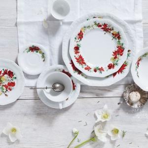 Talerze z kolekcji FLORA zamienią świąteczny stół w letnią łąkę. 250 zł. Fot. Royal Copenhagen