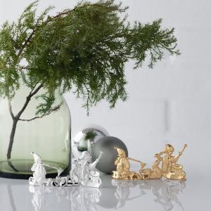 Dekoracja stojąca Karen Blixen ELF WITH CHRISTMAS PUDDING pięknie wkomponuje się w aranżację stołu i stworzy magiczny klimat. 167 zł. Fot. Rosendahl