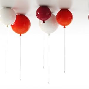 Lampa jak balonik MEMORY LIGHT, to niezwykły i magiczny dodatek do dziecięcego pokoju. Zainspirowany widokiem unoszących się pod sufitem balonów. 849 zł. Fot. Brokis