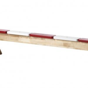 Ławka IKEA PS służy do ćwiczenia równowagi. Pomaga dzieciom rozwijać koordynację ruchową oraz koncentrację. 199 zł. Fot. IKEA