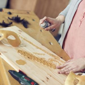Zrób to sam: elegancka maska na Sylwestra  i karnawał - krok 5. Fot. Bosch