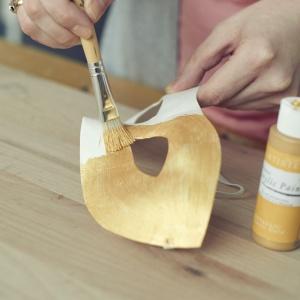 Zrób to sam: elegancka maska na Sylwestra  i karnawał - krok 1. Fot. Bosch