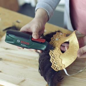 Zrób to sam: elegancka maska na Sylwestra  i karnawał - krok 10. Fot. Bosch