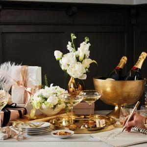 Sylwestrowa dekoracja stołu. Serwis Diamond zaprojektowany przez projektantów firmy jubilerskiej Dyrberg/Kern. Fot. Fyrklövern