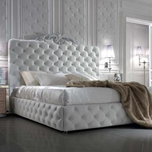 Sypialnia DV Home Collection, króluje tu pikowane łóżko Avery. Fot. DV Home Collection / Galeria Heban