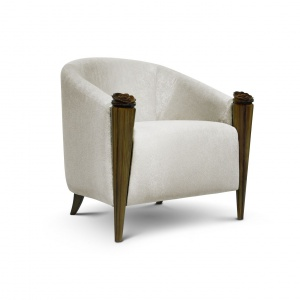 Fotel Blossom ma ręcznie wykonane, misternie rzeźbione drewniane nóżki. Fot. Memoir