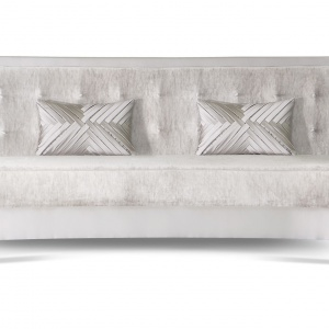 Sofa Demilune tapicerowana aksamitem. Fot, Memoir