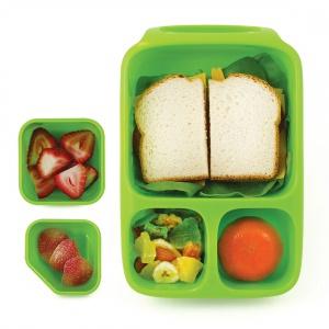 Sztywny pojemnik na lunch BYNTO przeznaczony do przenoszenia suchych posiłków. Z trzema pojemnymi komorami, elastycznym wieczkiem i poręcznym uchwytem. 79 zł. Fot. Goodbyn,
