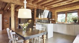 Jak mieszka się wdomu z bali zaprojektowanym w Finlandii, a także jak zbudować go w Polsce opowiada właścicielka jednego z takich domów, Cecylia Waś.