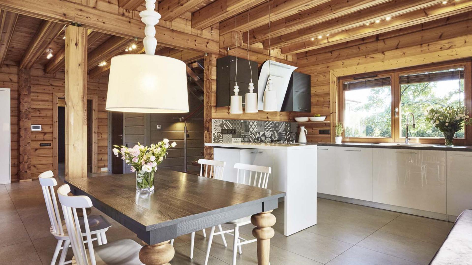 Góra Tak się mieszka w domu z bali: zobacz piękne wnętrza AX78