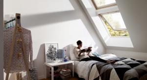Cicho, spokojnie, komfortowo... Takich warunków oczekujemy od przestrzeni sypialni. Pomogą nam je stworzyć odpowiednio dobrane okna.