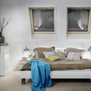 Q4 H2C to obrotowe okno dachowe z dźwiękoszczelną szybą klasy 3 (Rw=39 dB dla okna drewnianego). Od 4.082 zł, Roto Okna Dachowe