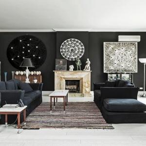 Czerń na ścianie może przybrać najróżniejsze formy: farby, grafiki, fototapety czy interesującego obrazu. Fot. Westwing Home&Living