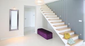 Przedpokójjest wizytówką mieszkania. Warto więc zwrócić uwagę nie tylko na podstawową funkcję użytkową tej przestrzeni, ale także zadbać o aspekt estetyczny.