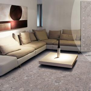 …albo wybrać coś delikatniejszego o małym kontraście, dzięki czemu dywan nada tylko posmak natury, bez dyktowania stylu zbyt mocnym wzornictwem. Tym samym może stanowić przytulny akcent również we wnętrzach nowoczesnych, tak jak widać na powyższym zdjęciu. Fot. Carpets&More.
