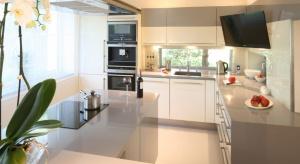 Telewizor w kuchni umili codzienne spędzanie czasu na przygotowywaniu posiłków.Zobaczcie propozycje projektantów wnętrz.
