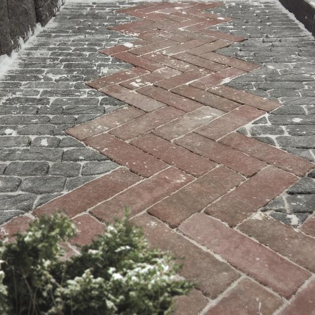 Jak dbać o nawierzchnie betonowe w czasie zimy?
