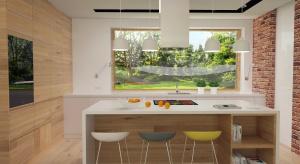 Funkcjonalna kuchnia z wyspą w modnym połączeniu dekorów drewna oraz bieli. Wysoka zabudowa zapewnia optymalną ilość miejsca do przechowywania. Strefa gotowania została umiejscowiona na wyspie, który pełni również rolę kuchennego barku śniad