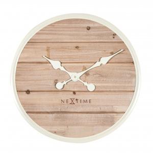 Wykonany z naturalnego drewna zegar ścienny PLANK o łagodnych kształtach skłania do refleksji i zachęca do relaksu; śred. 50 cm. 499 zł. Fot. Nextime