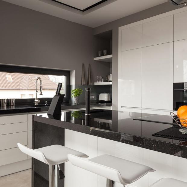 Modna kuchnia - granit sprawdzi się na blaty