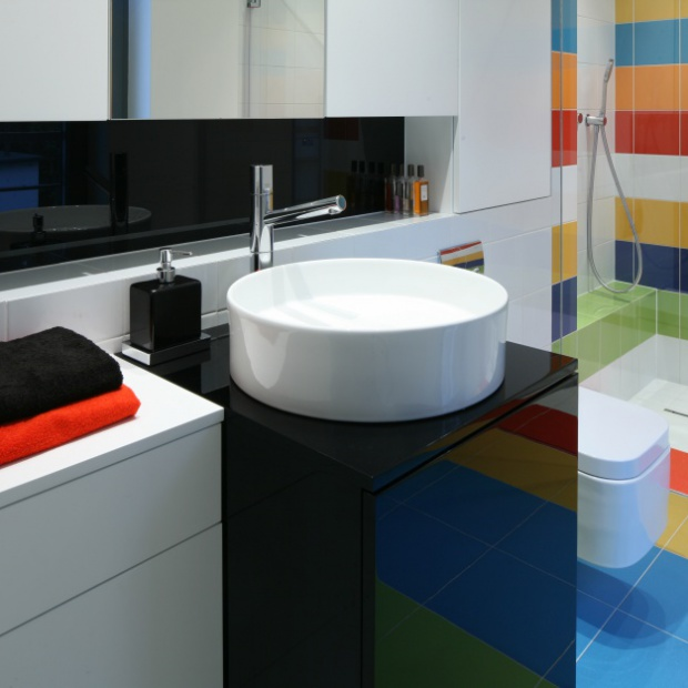 12 zdjęć kolorowych łazienek