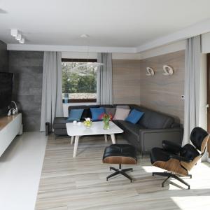 Pomysł na salon w nowoczesnym stylu. Projekt: Marta Kilan. Fot. Bartosz Jarosz