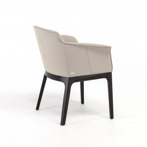 Krzesło MUSA to włoski design w najlepszym wydaniu. Siedzisko i oparcie tapicerowane w skórze, ekoskórze lub tkaninie. Fot. Cattelan Italia