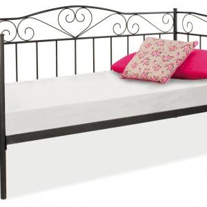 Jednoosobowe, metalowe łóżko BIRMA ma zdobioną ramę. Dostępne w kolorze białym i czarnym. 467 zł. Fot. Signal