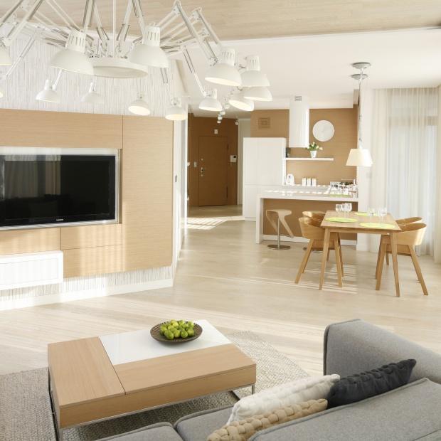 Drewno w salonie: pomysły z polskich domów