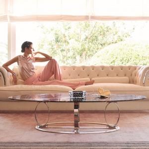 Ekskluzywną sofę OBERON oraz stolik kawowy WIGGINS zaprojektował Roberto Lazzeroni. Fot. Vissionnaire/Galeria Heban