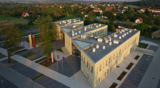 Nowa siedziba Urzędu Gminy Wielka Wieś: wzorowy obiekt dla administracji