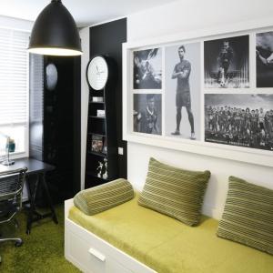 Pokój młodzieżowy musi posiadać wygodne miejsce do spania, jak również miejsce do nauki i odpoczynku. Projekt: Małgorzata Mazur. Fot. Bartosz Jarosz