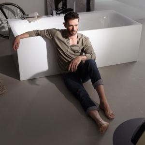 Wanna BETTE LUX SILHOUETTE to model ze stali emaliowanej ze zintegrowaną obudową. Fot. Bette