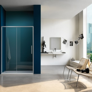 Drzwi przesuwane do wnęki z serii nowoczesnych kabin prysznicowych PIXEL. Fot. Samo