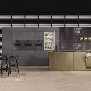 Piekarniki, urządzenia do gotowania na parze oraz urządzenia kombinowane całkowicie pozbawione uchwytów z linii ARTLINE to pomysł na kompleksowe wyposażenie kuchni minimalistycznych. Fot. Miele