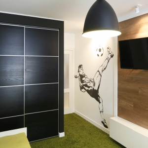 W pokoju nastolatka przyda się też miejsce na przechowywanie. Projekt: Małgorzata Mazur. Fot. Bartosz Jarosz