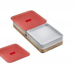 Akcesoria do zlewozmywaków Zenit: solidna bambusowa deska do krojenia do ustawienia bezpośrednio nad komorą zlewozmywaka. Praktyczny zestaw pojemników ceramicznych z pokrywkami silikonowymi umieszczony na bambusowej tacy, którą można stabilnie ustawić na powierzchni zlewozmywaka. Zestaw składa się z 1 pojemnika głębokiego, 2 pojemników płaskich, 2 pokrywek silikonowych oraz deski bambusowej. Fot. Teka