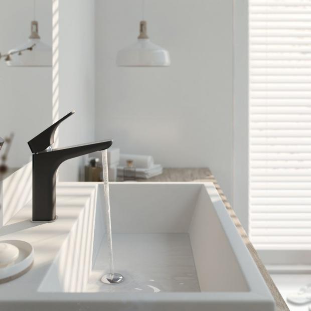 Kolor w łazience: postaw na ciekawą armaturę