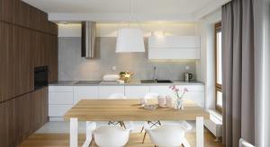 Dobrej jakości światło w kuchni to podstawa. Pozwala zrobić odpowiedni nastrój i zwiększa bezpieczeństwo podczas przyrządzania pysznych potraw.