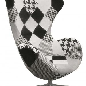 Stylowy fotel DIXON B tapicerowany tkaniną o modnym patchworkowym wzorze. 2.122 zł. Fot. Signal